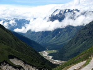 Yumthang_valley,_Lachung_Sikkim_India_2012